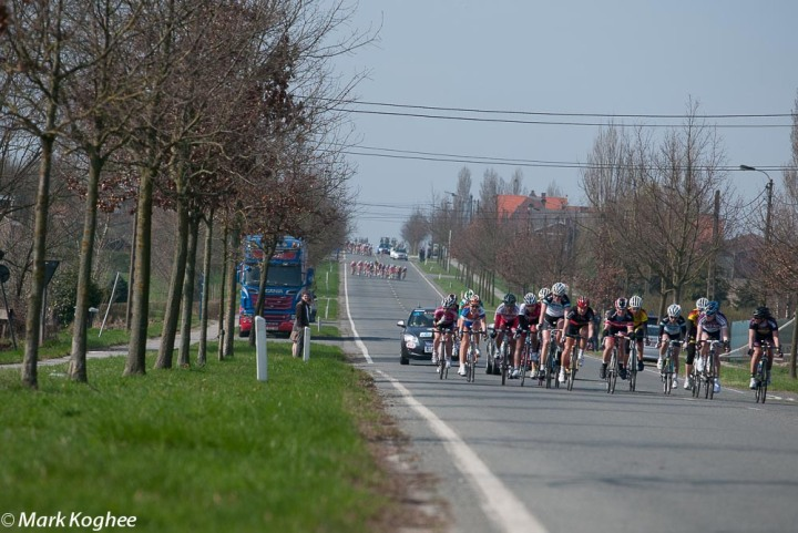 A warm and sunny day in Belgium on March 25. The good weather didn't prevent the peloton of the women's race Gent-Wevelgem being torn apart.