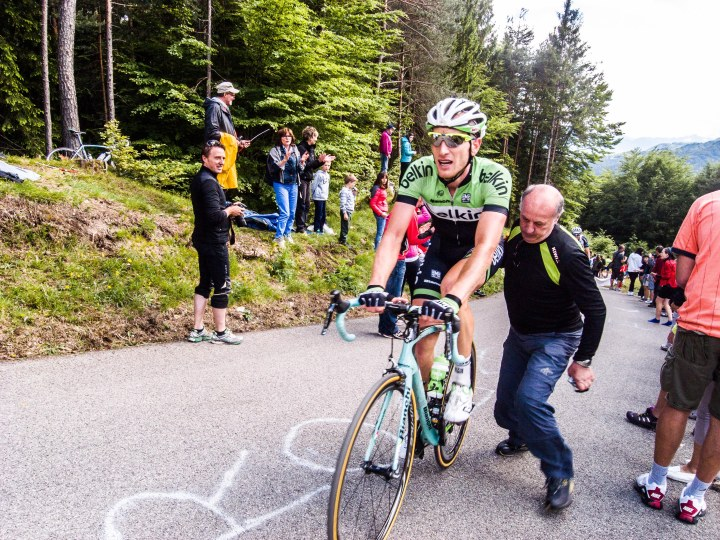 Jos van Emden of the Belkin team got off his bike during Friday´s timetrial to ask his girlfriend to marry him. She said yes.