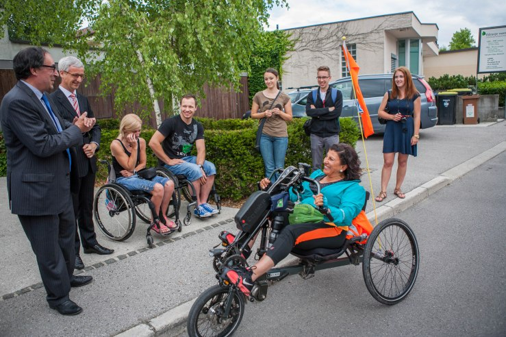 This summer Funda is travelling from Amsterdam to Istanbul. The easiest way to do this is by plane, you can also go by car or by bus, maybe even the boat is an option. When you are in a wheel chair all these means of transport face you with challenges. Funda is not afraid of a challenge. She travels from Amsterdam to Istanbul by handbike.