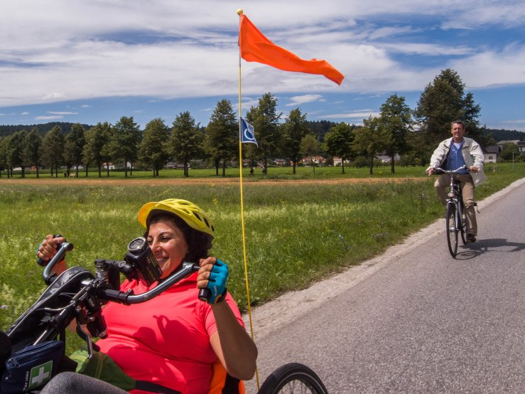 Funda is not only riding for herself. She started a foundation that promotes physical exercise for disabled and fights for new sport facilities for disabled. http://www.stichtingbewegenisleven.nl/ Behind her you can see Paul van Oostveen, the deputy Head of Mission of the Dutch embassy. He accompanied Funda when she rode out of Ljubljana.