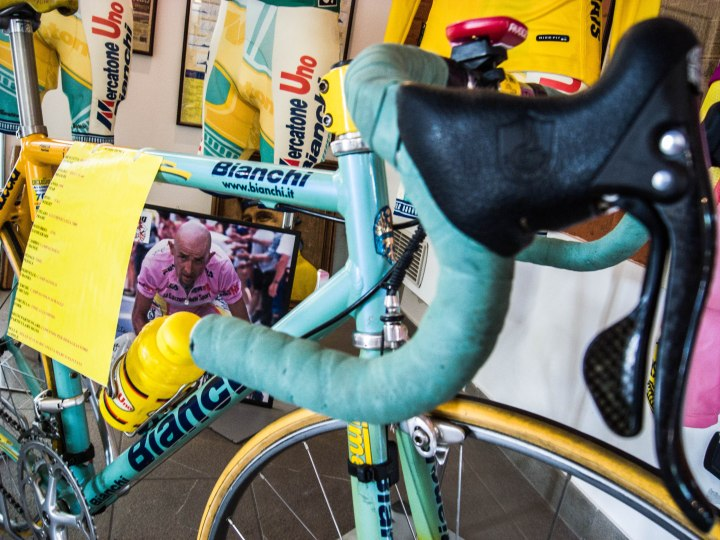 Pantani's bike of his dreamseason 1998 when he won the Giro and Tour de France. I don't know what the carbon brake levers are doing there. They weren't around yet in 1998.