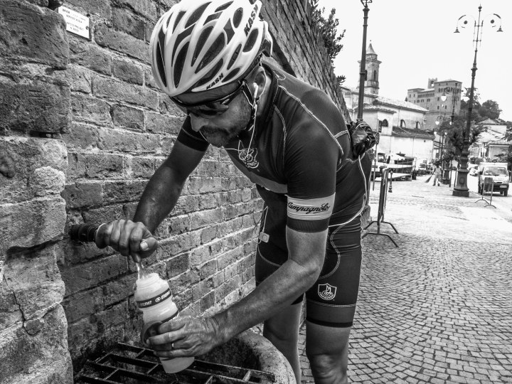 Andrea fills his bidon in one of many roadside fountains. In 95 kilometres of riding I tapped 1,5 liters of free Emilia Romagna water.