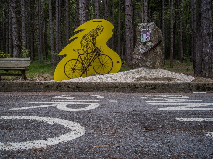 Halfway the climb of the Cippo di Carpegna you can find this Pantani monument. Now everybody can pass Marco Pantani in a climb.
